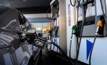 Aranguren quiere aumentar 8 por ciento las naftas en enero