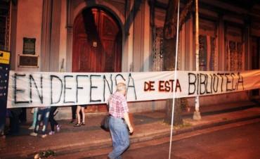 Abrazo a la Biblioteca: críticas a UPCN y reclamos al gobernador