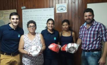 Entrega de elementos deportivos a la Comisión de Fútbol del Paraje Las Delicias
