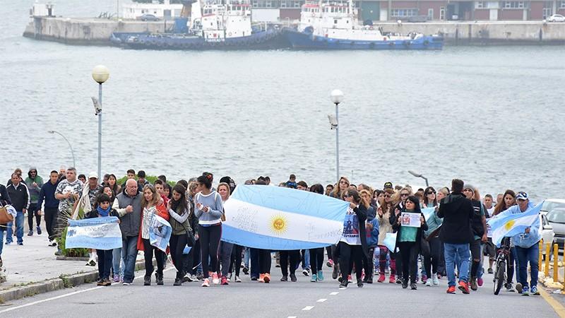 Ara San Juan:Familiares de tripulantes marcharon para pedir que reanuden rescate