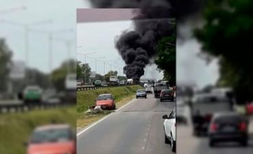 Explotó un camión con gas butano en la Panamericana: dos muertos. Delegación federalense vio complicado su regreso