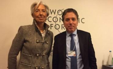 El FMI le sugirió al Gobierno bajar salarios, jubilaciones y planes sociales