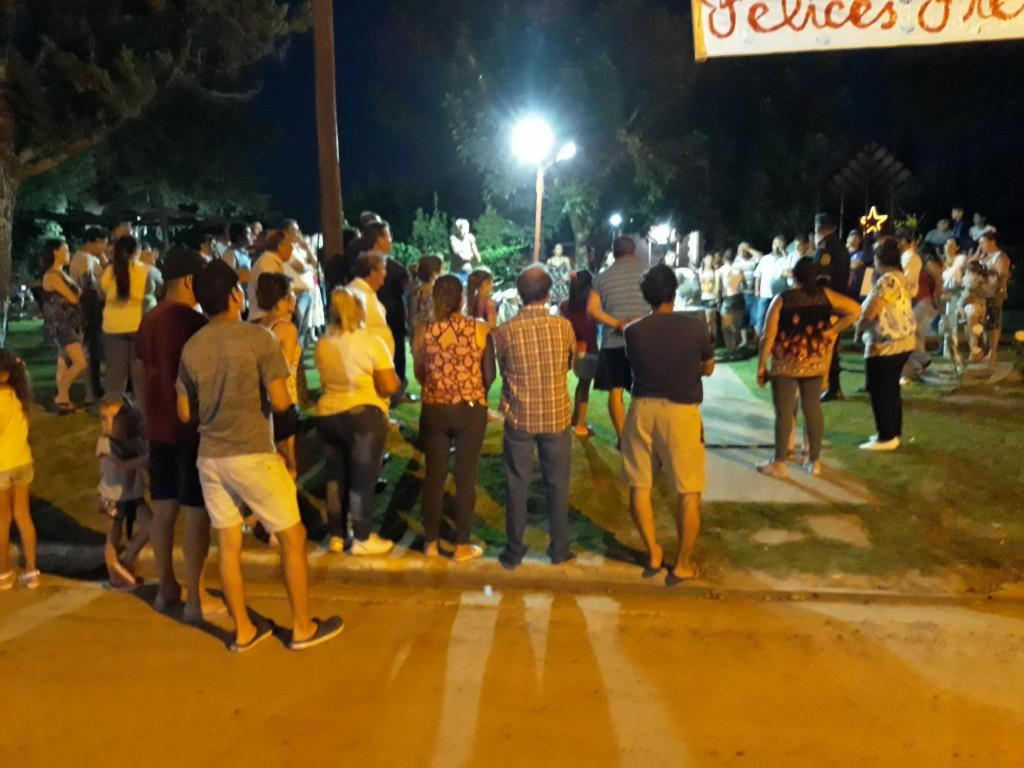 Vecinos autoconvocados a traves de las redes sociales se reunieron en la plazoleta de  Conscripto Bernardi.