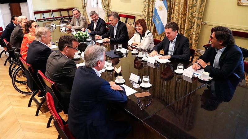Macri descongeló los sueldos de funcionarios que tendrán aumentos desde enero