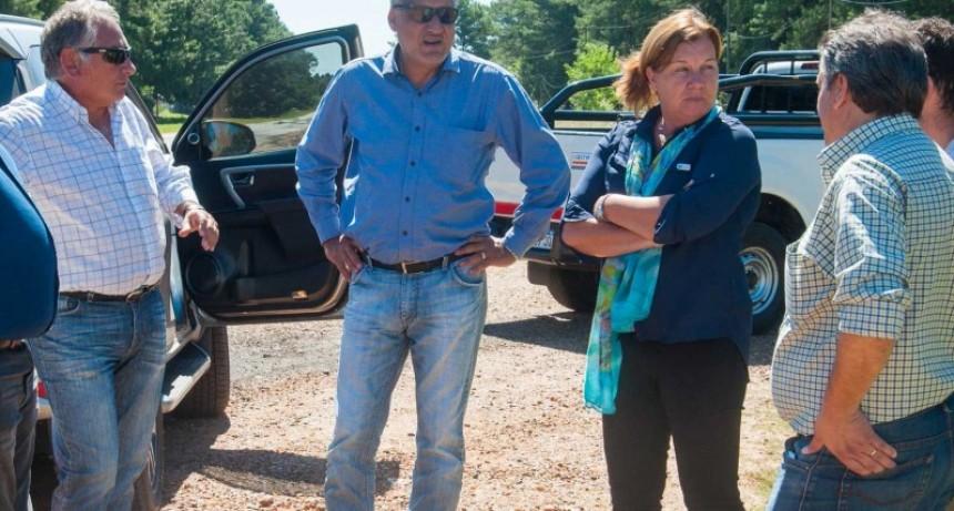 Recorren la obra que hacen en la ruta provincial Nº 22 entre Federal y Concordia