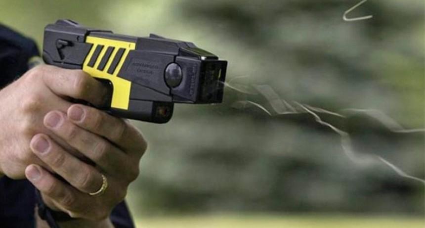 El Gobierno analiza sumar la pistola eléctrica al nuevo protocolo de Seguridad