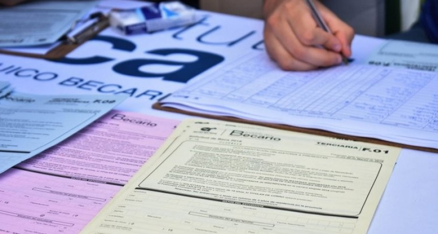 Este lunes comenzará el pago de becas provinciales