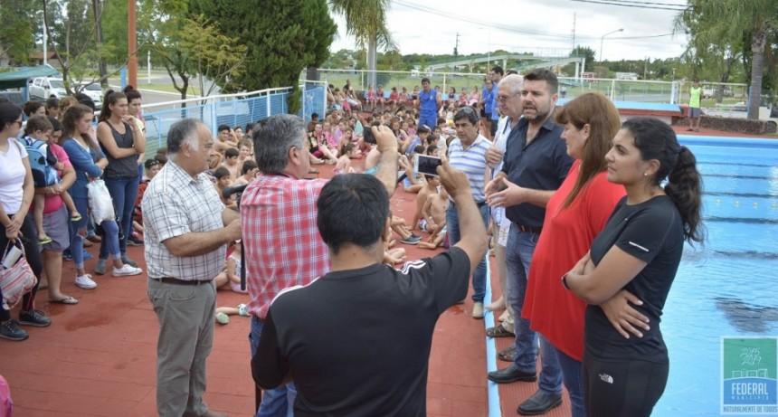 EL PRESIDENTE MUNICIPAL INAUGURÓ LA COLONIA DE VACACIONES CON MÁS DE 300 NIÑOS Y NIÑAS.