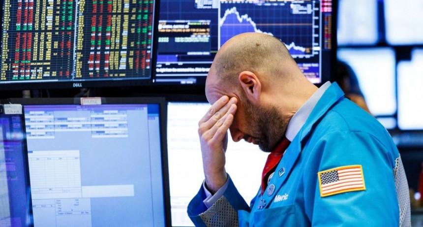 En medio de la incertidumbre global, el riesgo país subió otra vez y ya está en 821 puntos