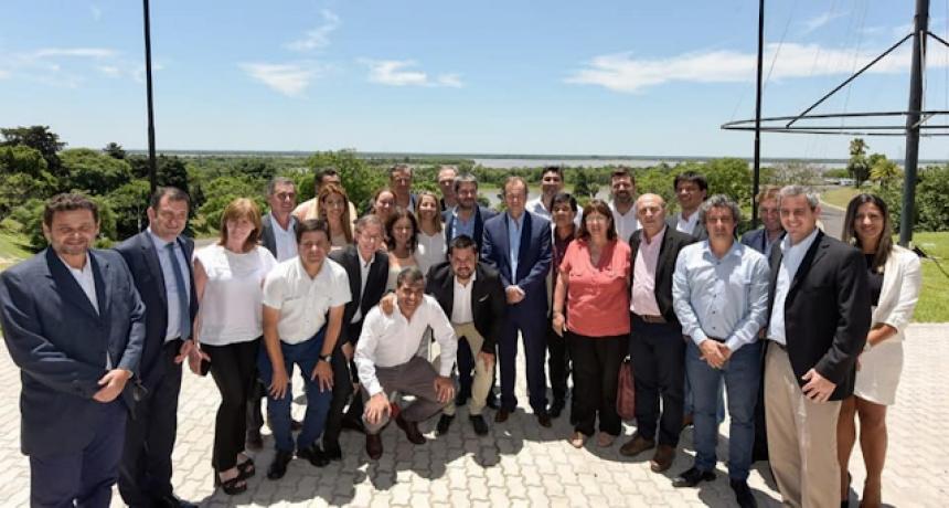 El Intendente Chapino acompaño la presentación de la temporada de verano Entre Ríos 2020