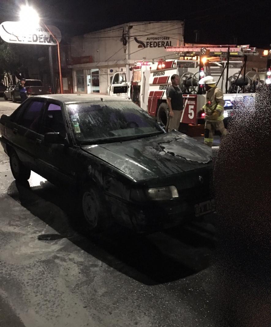 Se incendió un automóvil en Avenida Belgrano