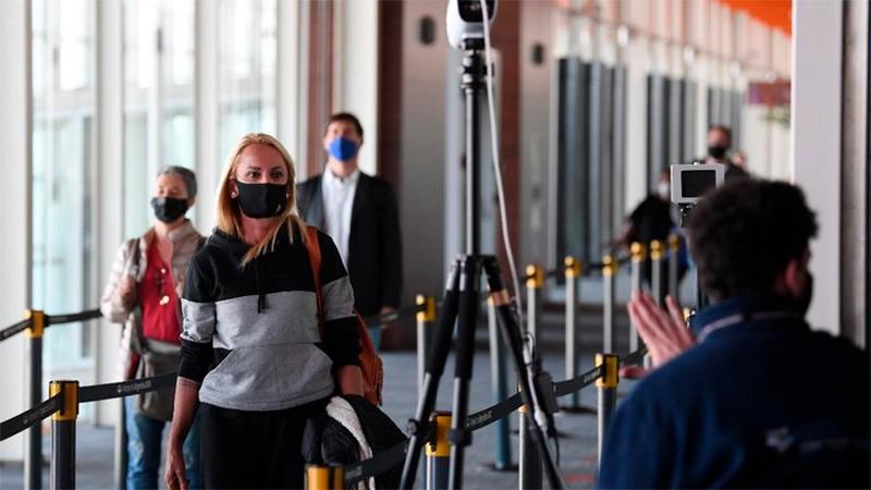Argentinos que regresen del exterior podrán optar por PCR o cuarentena