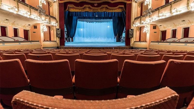 Provincia habilitó actividades culturales en cines y teatros con aforo del 50%