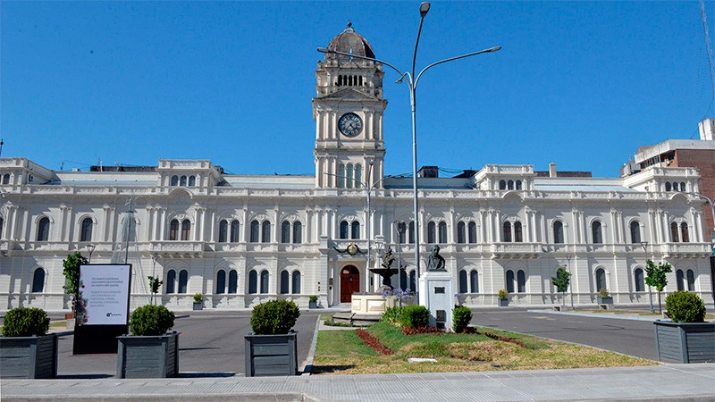 Comenzó el pago aguinaldos a activos y jubilados en la provincia